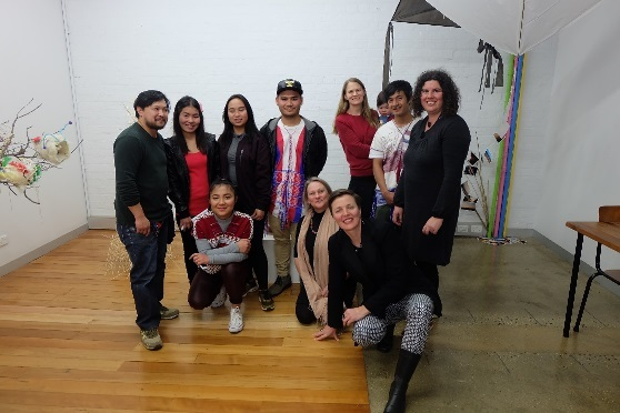 Caitlin with Dispersed Belongings participants and artist mentors, Bendigo, Australia